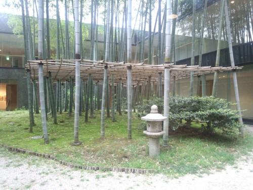 鎌倉芸術館中庭